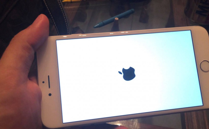 Fix Frozen stuck on the Apple Logo for iPhone iPad